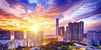 Hoàng hôn buông xuống Hồng Kông