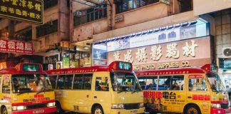 Những chiếc xe bus ở khu Mong Kok vào ban đêm