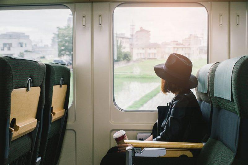 Du lịch bằng đường sắt là một trong những trải nghiệm đậm chất Nhật
